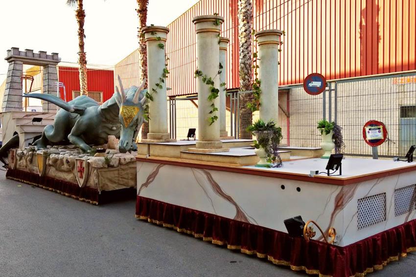 alquilar carroza-castillo-dragon-arts-creacions
